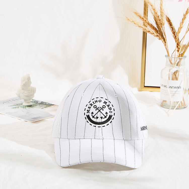 Hot Sales Adujustable Unisex Six Panels Cotton Fabric Black Metal Embroidery Curve Brim Baseball Cap
