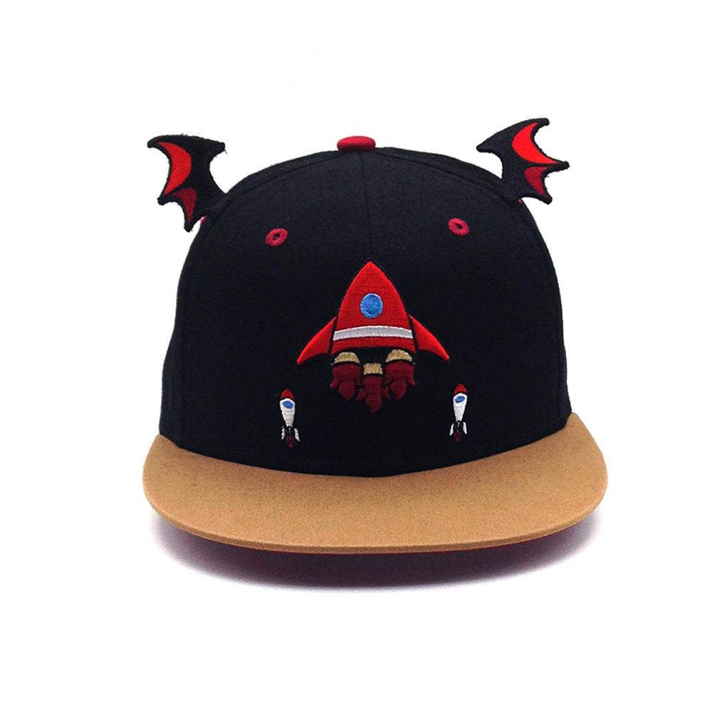 black snapback hat with plain embroidery for unisex